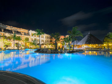 luxury plush  all inclusive resort Excellence Riviera Cancun